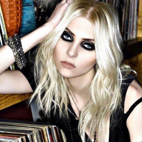 Taylor Momsen new look rock band