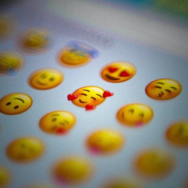 New Christmas emojis for WhatsApp