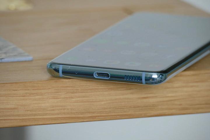 Samsung Galaxy S20 charging port