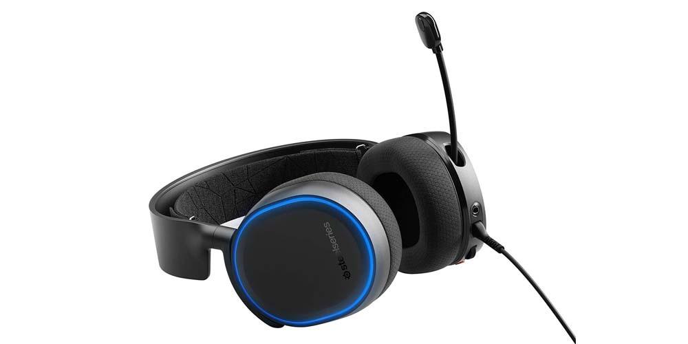 SteelSeries Arctis 5 gaming helmets