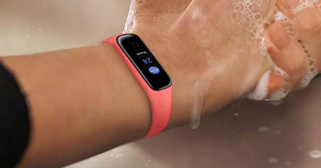 Samsung smartband in water