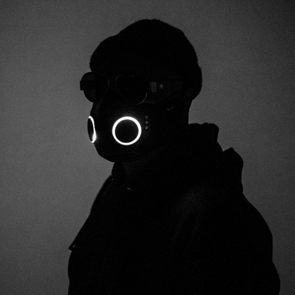 New smart mask with integrated headphones.  Will.I.am and José Fernández