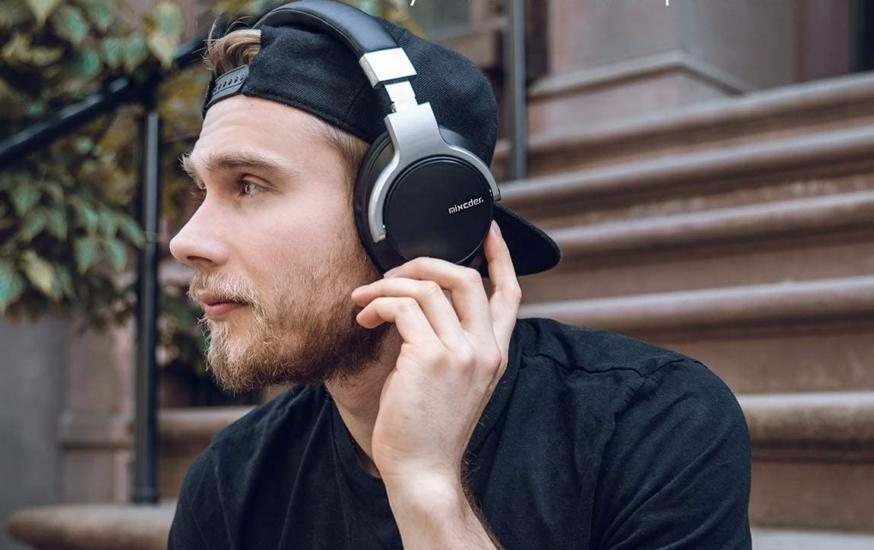 Mixcder E7 headphones and man wearing them