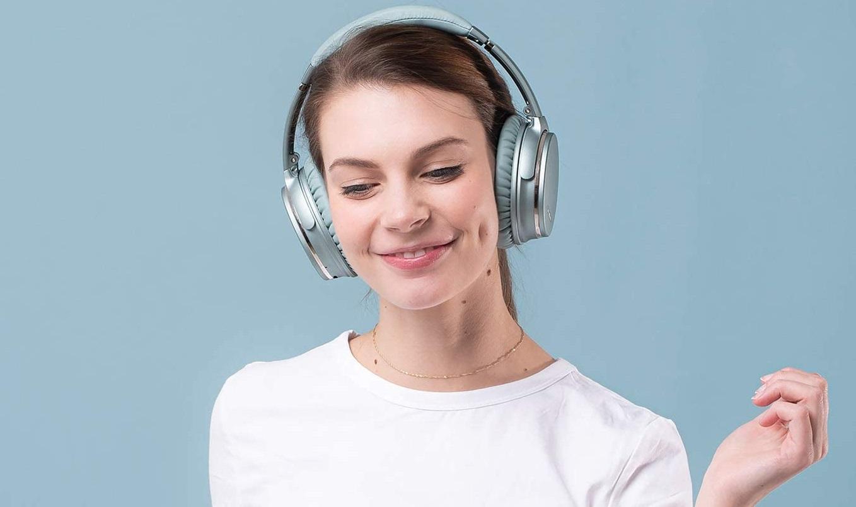 Srhythm NC35 and a girl listening